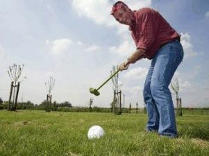 Speler bij jeu de boer die bezig is met boerengolf